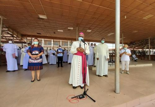 Archbishop during his giving of palliatives in cushioning the hunger effects of Coronavirus_3